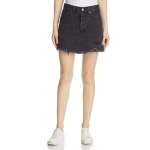 LEVI'S BLACK DESTRUCTED MINI DENIM SKIRT SIZE 32